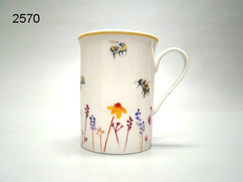 BUSY BEES/MOK HOOG/61